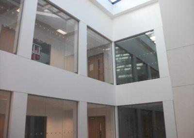 ucd-science-atrium-glass-screens-11
